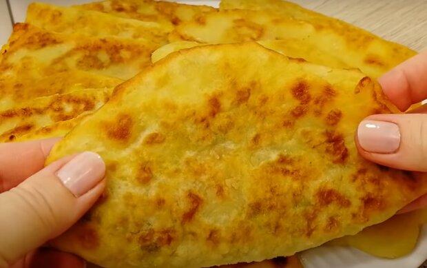 Картофельные пирожки с хрустящей корочкой - простое блюдо вкуснее чебуреков