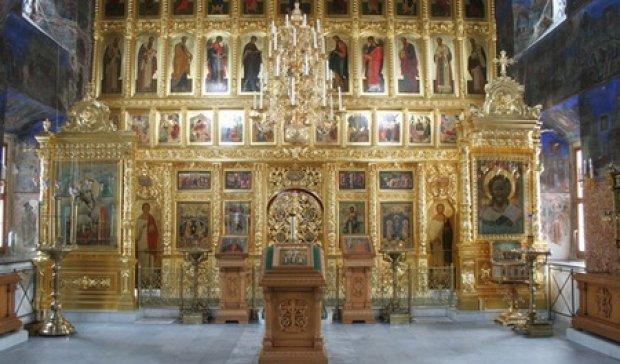 Під Києвом з церкви вкрали вино та ікони (фото)