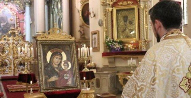Усмішка Богородиці: у Львові виставлять унікальну ікону, яка зцілює від хвороб