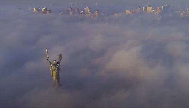 Туман в Киеве, кадр из видео, изображение иллюстративное: YouTube