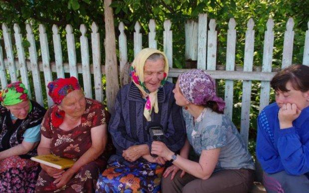 Сидели на скамейке: троих пенсионерок отправили на тот свет