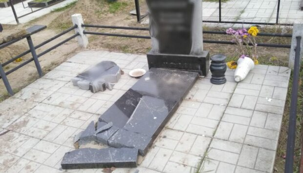 Розбитий пам'ятник, фото: Facebook