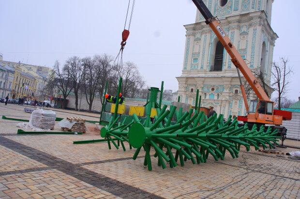 """Из бюджета Киева """"утекут"""" миллионы на новогодние праздники: на игрушки и зарплату – сотни тысяч"""