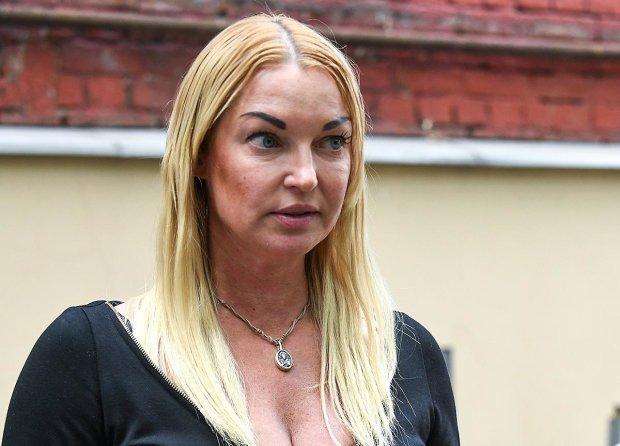 Мутная штукатурка Волочковой вызвала у стилистов приступ отчаяния