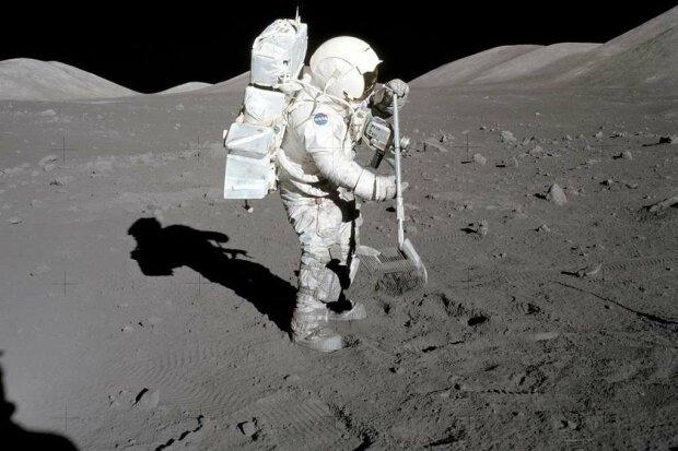 На місяці, фото - NASA