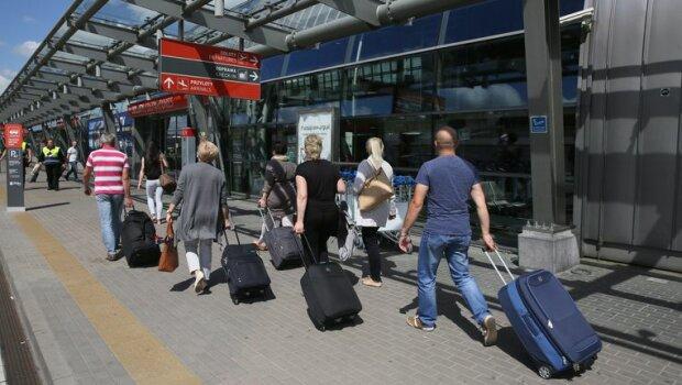 Пенсіонери масово перетворюються на заробітчан: скільки українців літнього віку вже виїхали за кордон