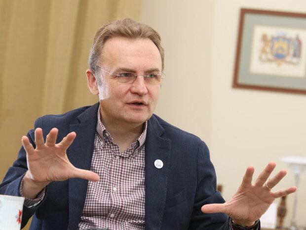 """Конкуренти Садового виклали мільйони, щоб звільнити крісло львівського мера: """"Бій у соцмережах"""""""