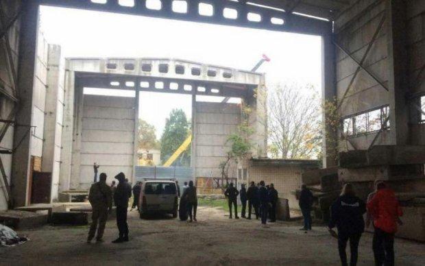 Захоплення військової частини в Одесі: екстрено викликали десятки силовиків