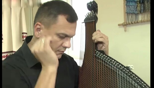 """Тернополянин создал уникальную бандуру без единого куска дерева, мир ахнул: """"Как скрипка Страдивари"""""""