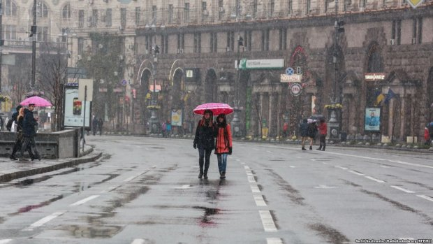 """Липкий снег и гололед: конец осени подарит Киеву """"незабываемые"""" дни"""