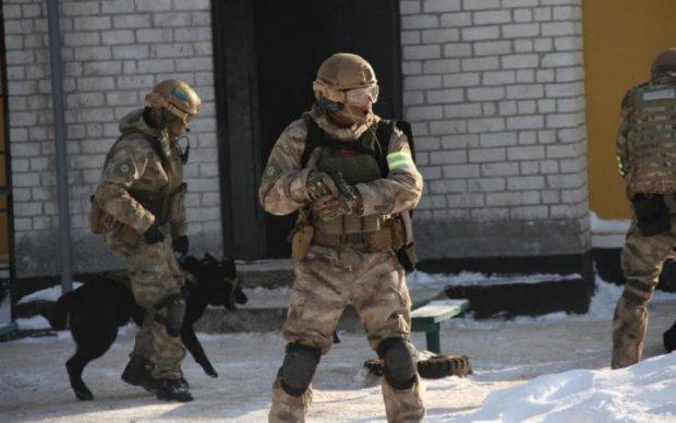Бики-колектори почали виселяти українців з власних будинків