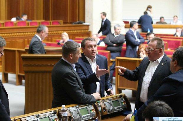 """Зеленському запропонували покарати """"кнопкодавів"""" по-справжньому: треба парламент, як у Британії"""