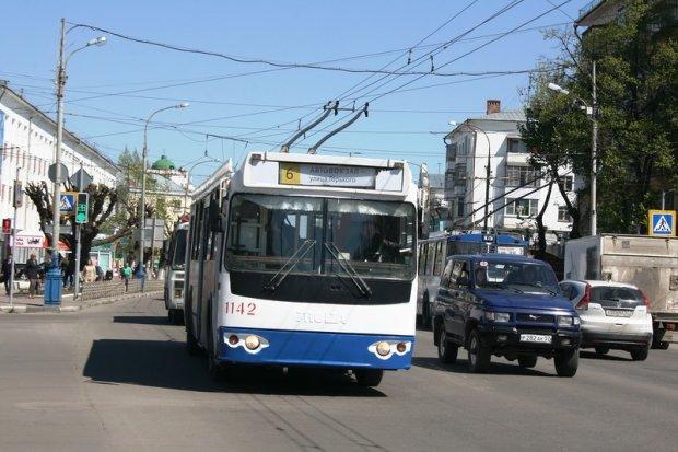 Троллейбус на скорости влетел в толпу пешеходов: много погибших
