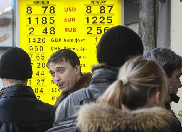Официальный курс доллара снизился на9 копеек, евро— на39