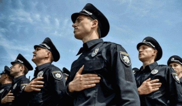 У Львові поліцейський здивував усіх грою на вуличному піаніно (відео)