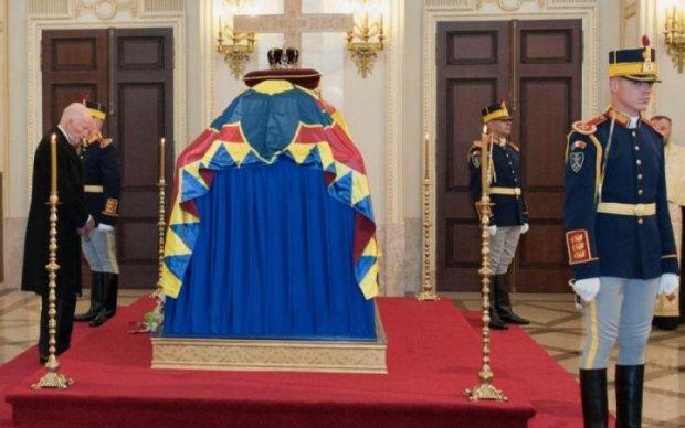 Смерть останнього короля викликала ажіотаж по всій Європі: красномовні фото