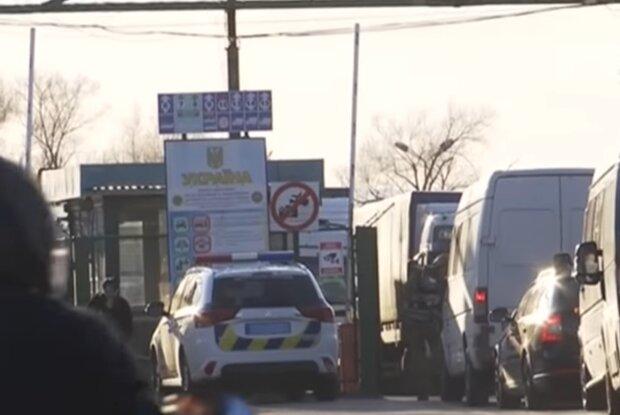 Пропускний пункт на кордоні, скріншот: YouTube