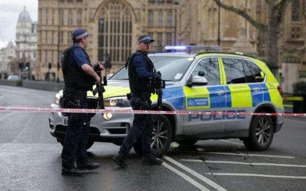 Стрілянина в Британії: десятки копів та вертоліт намагаються запобігти трагедії