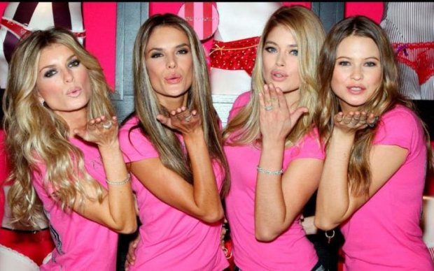 Ангелы Victoria's Secret разделись для рожденственской фотосессии 18+
