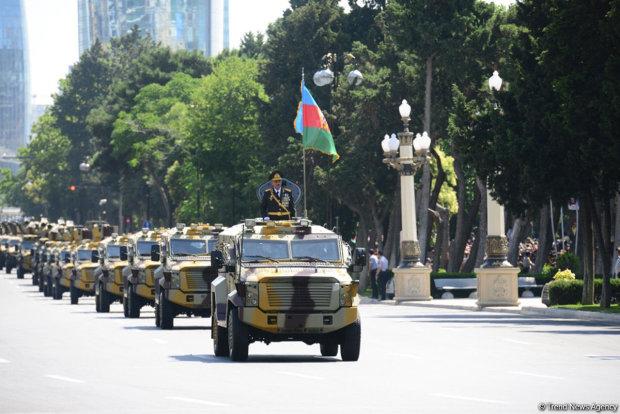 Кривавий теракт на військовому параді: перші кадри жахливої трагедії