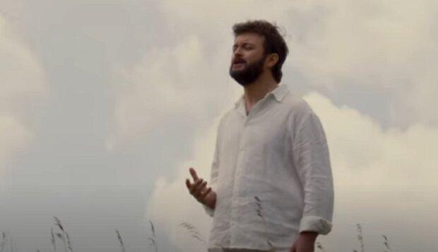 Дзідзьо у одній сорочці заспівав у полі: почула вся Україна