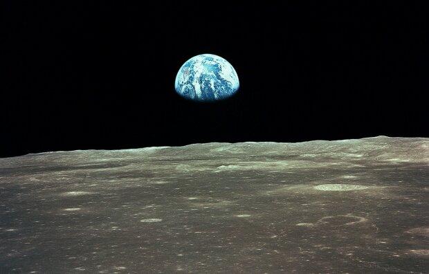 """На Місяці виявили стародавнього """"гостя"""" з Землі: вчені ламають голову, як таке можливо"""