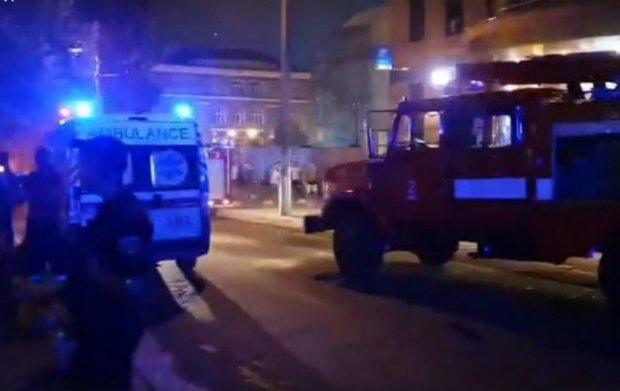На месте скорая, пожарные и полиция: в центре Киева прогремел мощный взрыв