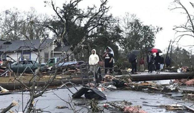 У США торнадо забрав життя двох людей
