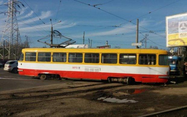В Киеве частично перекроют движение транспорта: что нужно знать