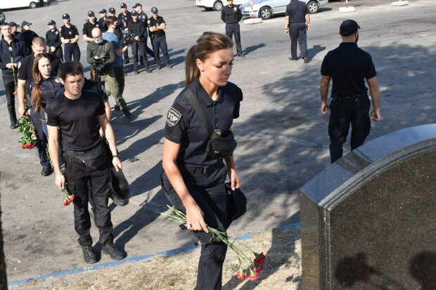 У Дніпрі вшанували пам'ять двох поліцейських - загинули, рятуючи життя