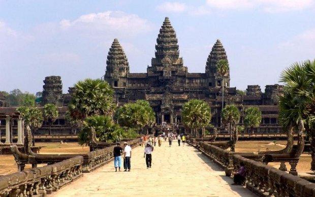 Такого ще не бачили: у Камбоджі відкопали унікальну статую