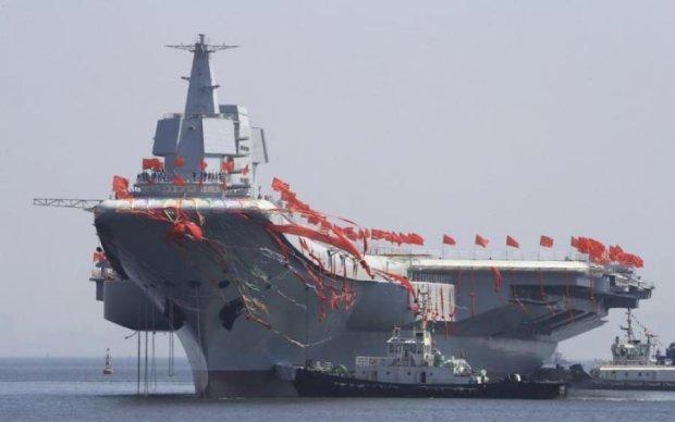 """300-метрова китайська """"геніталія"""" вирушила у бойовий похід: фото"""