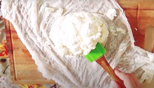 Как сделать творог из кефира в морозилке - полезный лайфхак, о котором знают не все хозяйки