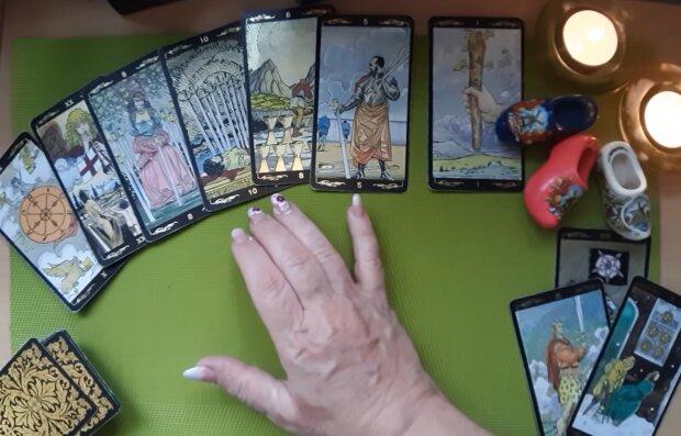 Гадание, кадр из видео