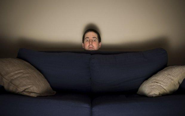 Житомирські копи виволокли крадія прямо із дивана