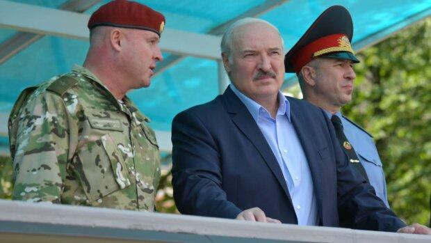 Лукашенко разом з міністром внутрішніх справ Караєвим, фото: https://www.currenttime.tv