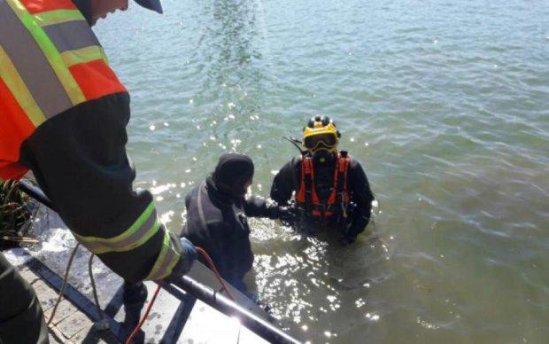 Взрывоопасные находки всплыли на Дунае: видео