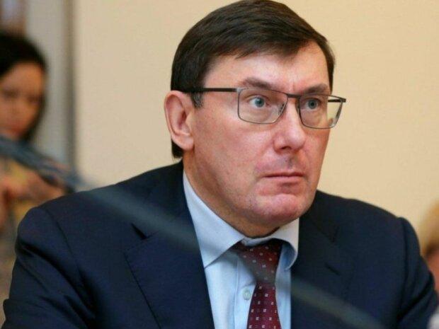 Окружний адмінсуд Києва заборонив Луценку виїзд з України: що буде з генпрокурором