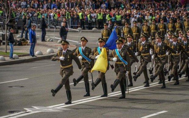 Парад до Дня Незалежності показав, якої техніки не вистачає ЗСУ