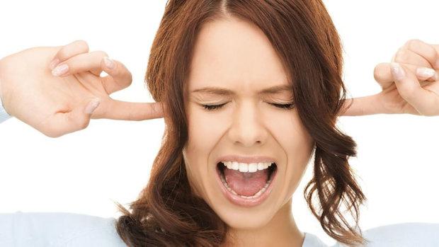 Дівчина цілих 11 років навіть не підозрювала, що її проблеми зі слухом пов'язані не з хворобою, а з таємничим предметом