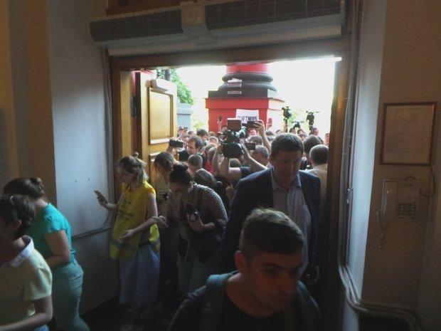 Із Харківських вузів терміново евакуюють студентів: що сталося, - кадри переполоху