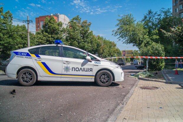 Жахлива ДТП в Дніпрі: двох дітей витягли з перекинутого авто