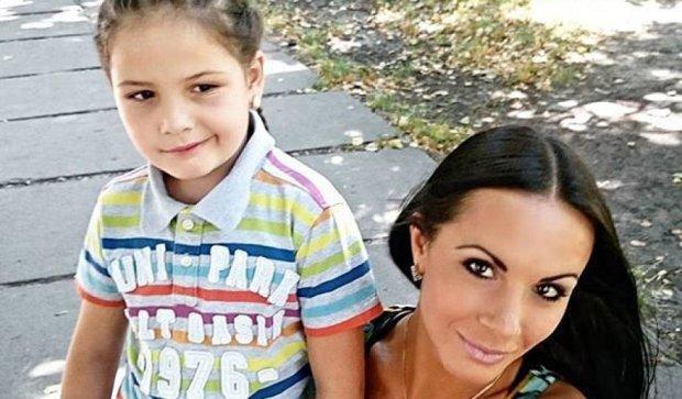 """""""Барбікоп"""" в міні-шортах показала семирічну донечку (фото)"""
