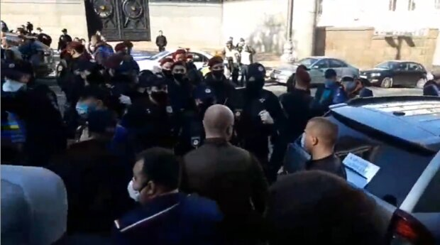 Протесты под Кабмином, скриншот из видео