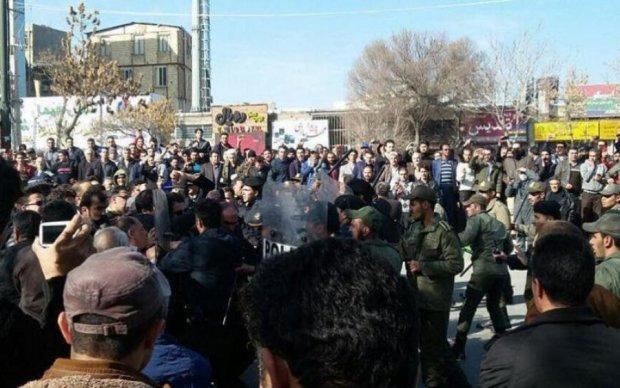 Комендантский час и массовые аресты: в Иране что-то происходит