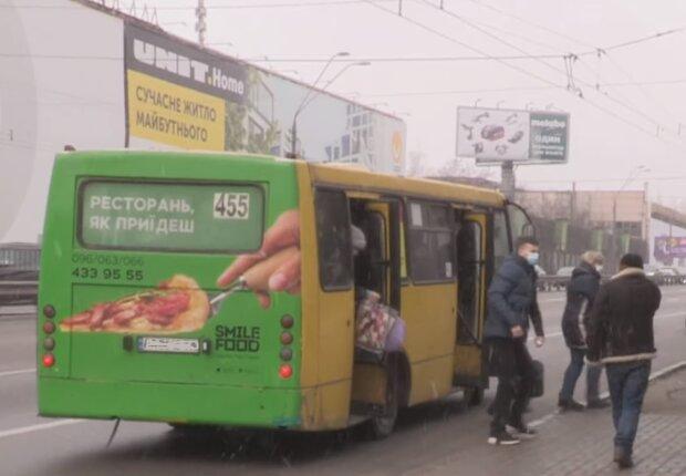 В маршрутку не влезть, хоть пешком иди: украинцы устали от проблем с транспортом и предложили выход