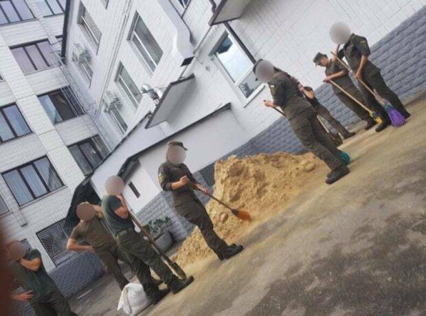Розгрібають помиї і віджимаються в протигазах: жорстокі знущання над курсантами в Харкові потрапили на відео