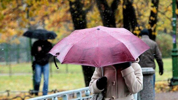 """Погода на початок тижня: Україну затягнуть темні хмари, принісши з собою осінній """"душ"""""""