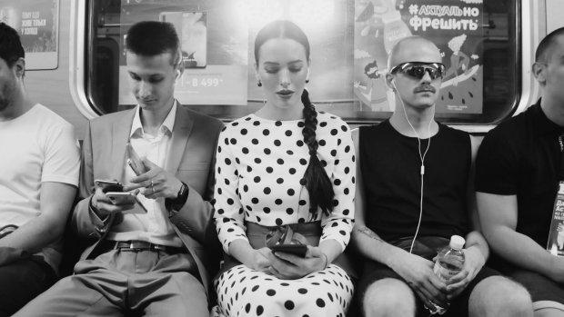 """""""Киевские истории и розовый фламинго"""": горячая Астафьева в подземке раскрыла главный секрет, видео"""