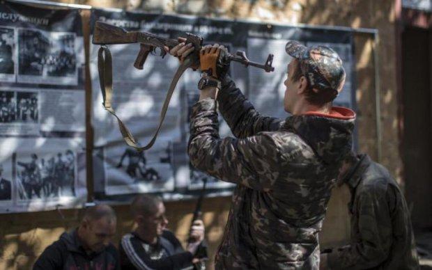 Аси маскування: бойовики стягнули під Донецьк купу гнилих танків